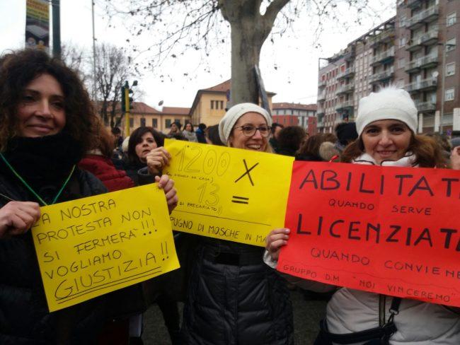 Sciopero scuole maestre in protesta a Milano VIDEO FOTO