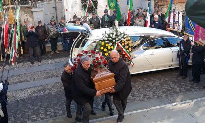 Vaiano chiesa gremita per il funerale dell'ex sindaco Alchieri