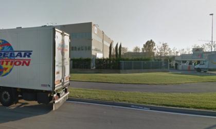 Barricato nel suo camion, autista minaccia il suicidio