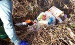 Rifiuti abbandonati, in un sacco anche la carcassa di un cane