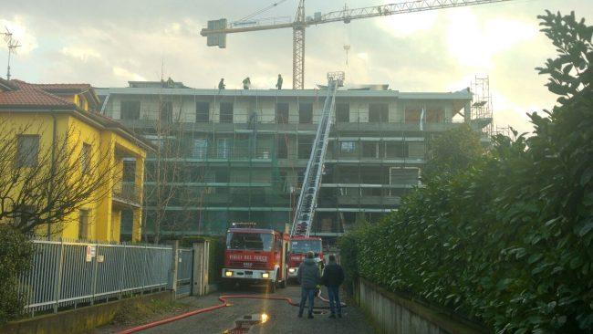 Palazzina va a fuoco a Treviglio VIDEO FOTO
