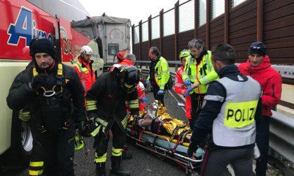 Tir contro autobus sulla A4, ci sono sei feriti