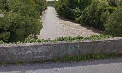 Scappa dalla casa di riposo e minaccia di buttarsi dal ponte sul Brembo