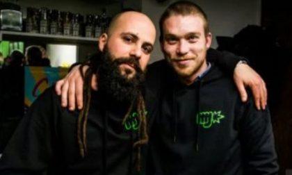 Due giovani scommettono sul business della cannabis light