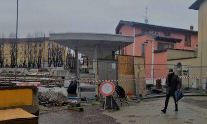 """Piazza Setti, via la recinzione: ecco il nuovo """"salotto"""" a 180° FOTO"""