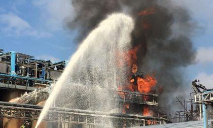 Esplosione in azienda dichiarata maxiemergenza, due feriti in codice rosso FOTO e VIDEO