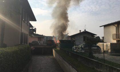 Incendio Verdello brucia il deposito di legna FOTO