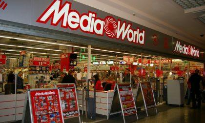 MediaWorld chiude Curno  e taglia le maggiorazioni domenicali
