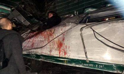 """Treno deragliato Pioltello nuove immagini esclusive: """"Ero su quella carrozza"""""""