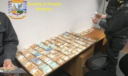 Senza reddito ma con 60mila euro in valigia, denunciato dalla Finanza