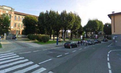 """Parcheggio selvaggio davanti alle scuole: """"Appello al senso civico"""""""