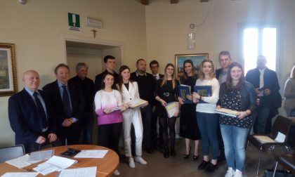 Gli studenti di Cremosano premiati per meriti scolastici FOTO
