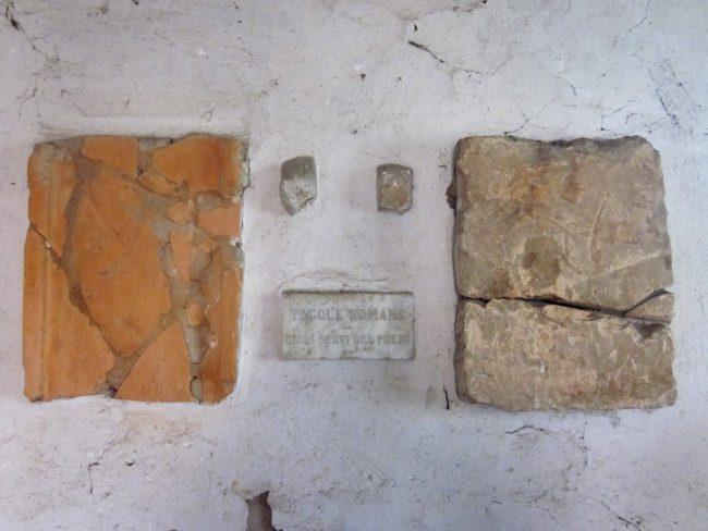 Tegole romane ritrovate nella casetta del pozzo giornale for Tegole del tetto della casetta