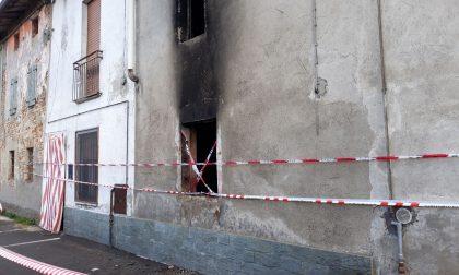 Casolare abbandonato distrutto dalle fiamme FOTO