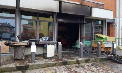 Ortofrutta devastato dall'incendio, ipotesi origine dolosa FOTO