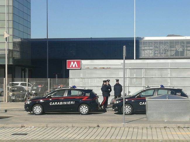 Milano, metropolitana bloccata per allarme bomba