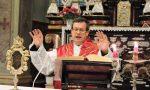 """Il sindaco dà del """"fannullone"""" al parroco in streaming, la gaffe del secolo diventa virale"""