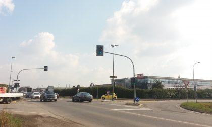 """Il semaforo """"maledetto"""" di Ghisalba continuerà a sfornare multe"""