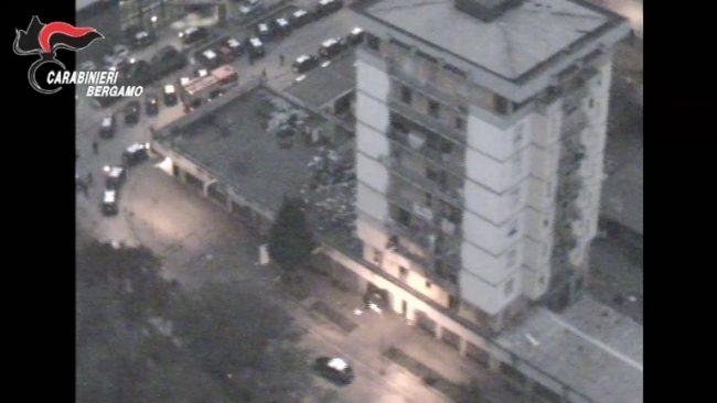Nuovo blitz a Zingonia setacciate le torri di Ciserano VIDEO FOTO