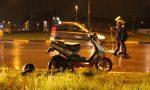 Auto contro scooter, ragazzo ferito in via Bergamo