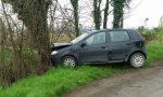 Ubriaco finisce fuori strada per due volte e si schianta contro un albero