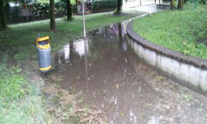 Pioggia e grandine, garage allagati