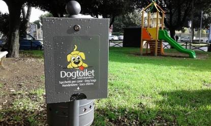 """Deiezioni canine, il sindaco lancia un appello: """"Raccoglietele anche nei campi perché provocano l'aborto nei bovini"""""""