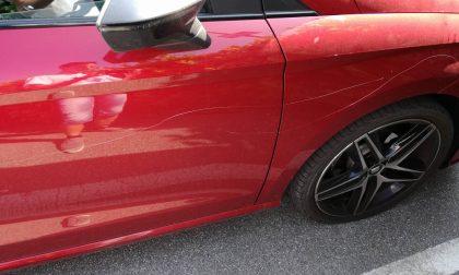 Gomme tagliate e graffi sull'auto: caso non isolato