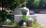 Spazzatura abbandonata in strada, ma la fototrappola non perdona