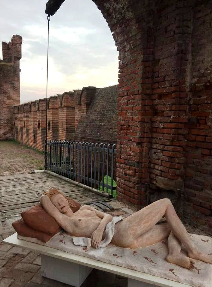 Statue nude Soncino