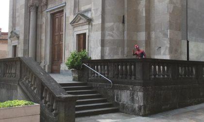 Avvistato Spiderman a Urgnano: l'ironia dei social