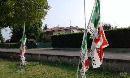 Bandiere tagliate alla festa dell'Unità