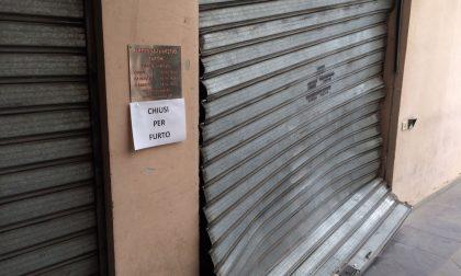 Spaccata al negozio di elettrodomestici: danni per circa 10mila euro FOTO