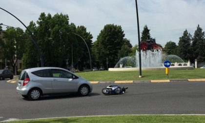 Incidente alla rotonda del trattore: coinvolto un 48enne a bordo di una moto