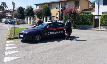 Tenta di distruggere casa e di disarmare i carabinieri, arrestato