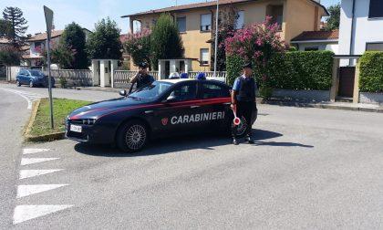 Pieranica, ubriaco distrugge casa e aggredisce i Carabinieri intervenuti