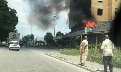 Incendio Zingonia, brucia una delle torri FOTO VIDEO
