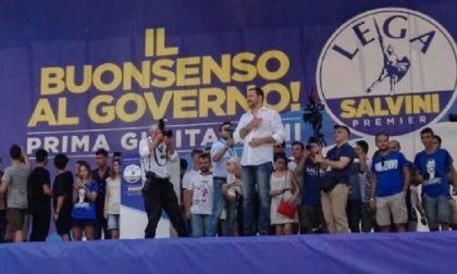 Raduno di Pontida, in migliaia accolgono Matteo Salvini sul palco
