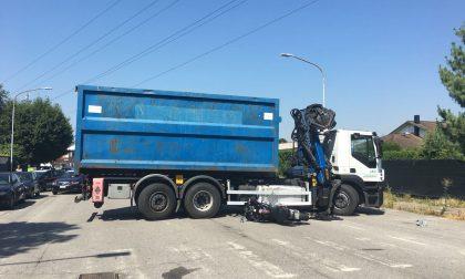 Moto contro camion, grave un 40enne FOTO