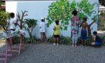 In via XX Settembre i bambini dipingono… un bosco FOTO