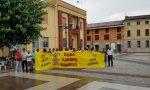 Residenti stranieri in piazza contro il sindaco leghista