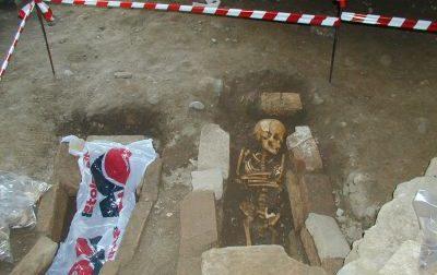 Ritrovamenti archeologici: spunta uno scheletro di bambino