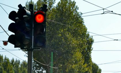 Giallo troppo  veloce : polemiche sul semaforo maledetto