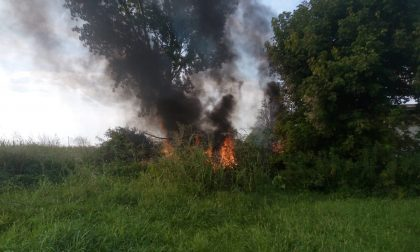 Incendio di rifiuti nel pandinese