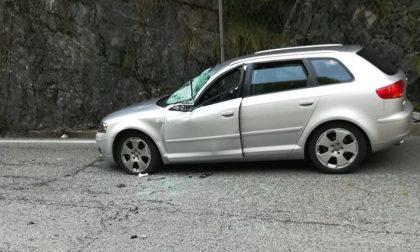 Masso cade su un'auto in Val di Scalve, gli amministratori insorgono FOTO