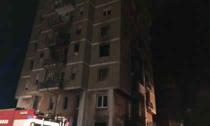Incendio Zingonia, fiamme alla torre Anna tre FOTO