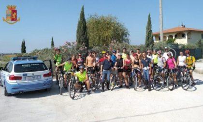 In gita con il parroco, finiscono in bici sulla superstrada Fi Pi Li
