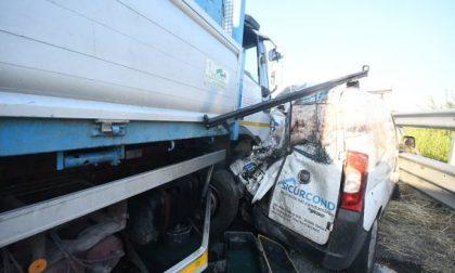 Travolti dal tir, morto il secondo ragazzo, per il camionista sarà duplice omicidio