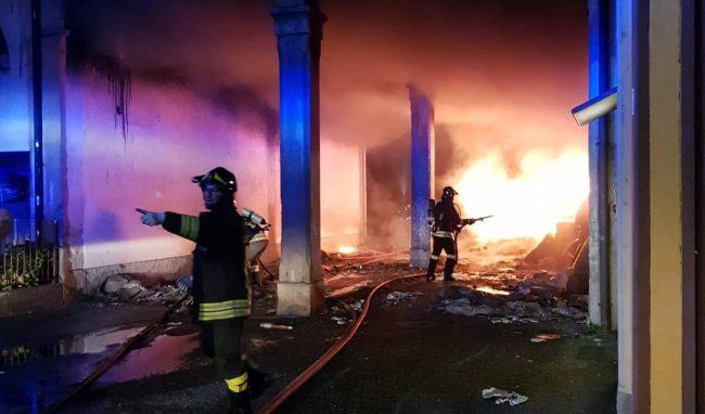 Incendio Romano   Palazzina distrutta dalle fiamme VIDEO FOTO