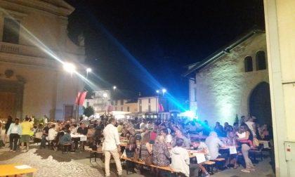 Notte bianca dagli occhiali magici, cibo e tanta musica FOTO
